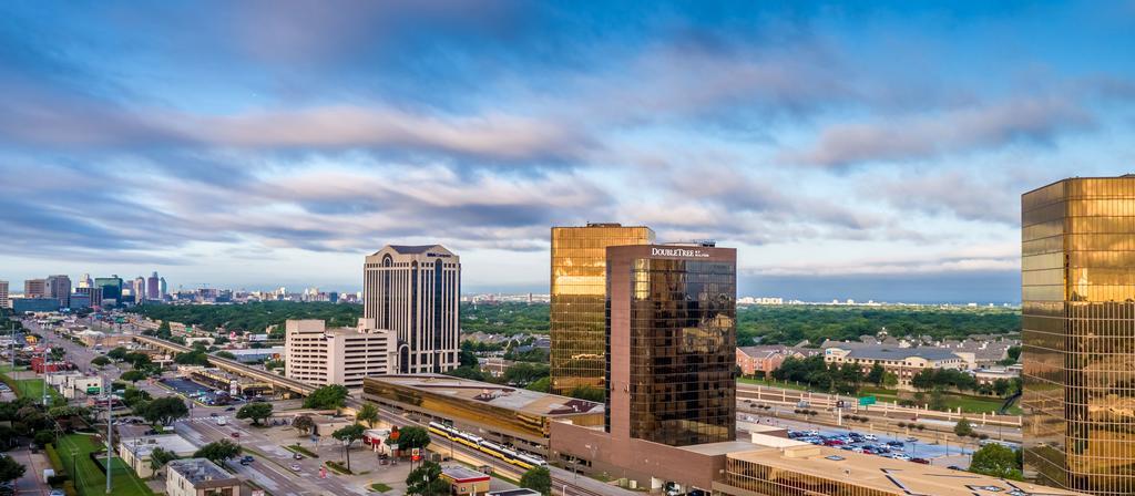 DoubleTree Hilton Hotel Dallas – Market Centre-Building
